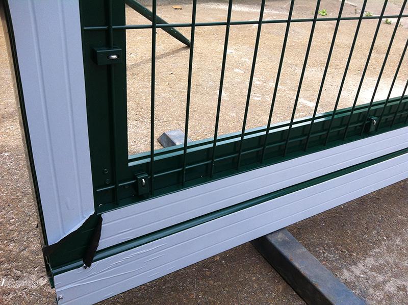 Ворота ALV, заполнение - панельные ограждения.