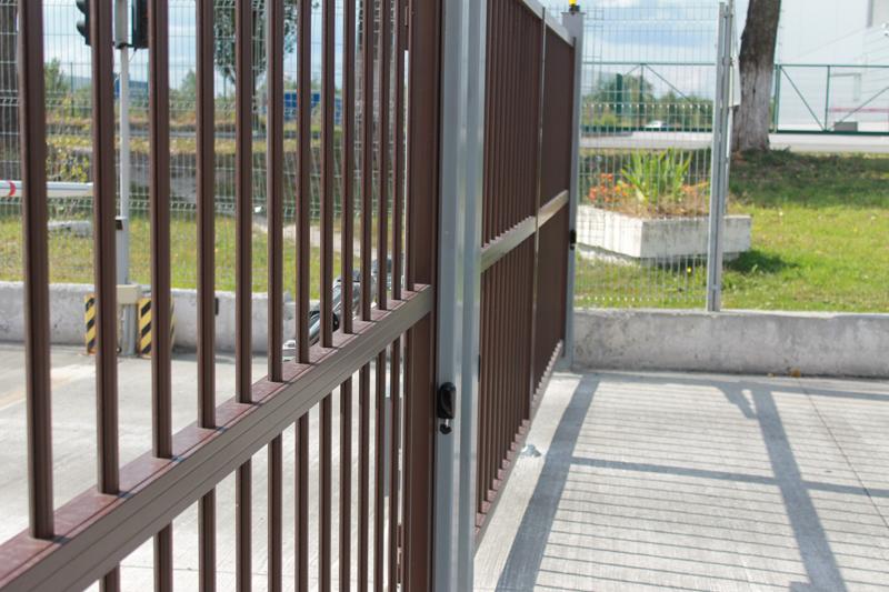 Промышленные алюминиевые распашные ворота ALV