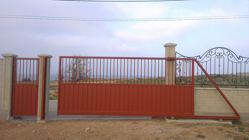 Откатные ворота и калитка ALV